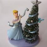 今頃クリスマスツリーの片付けです。