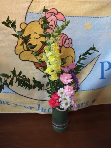 子供達と花をいけてみました。